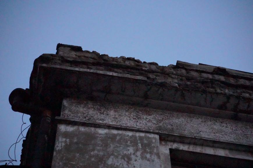 В Каменском из-за обвала фасада погибла девочка, фото-1