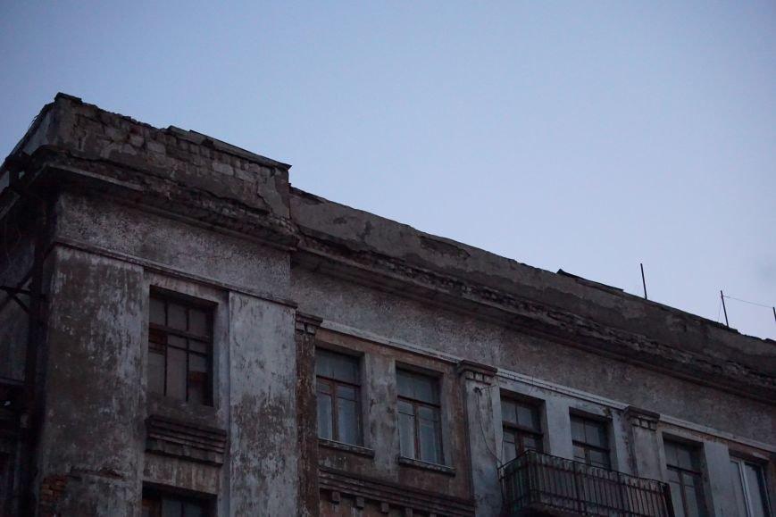 В Каменском из-за обвала фасада погибла девочка, фото-4