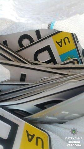 В Херсоні патрульні виявили мішок підроблених автомобільних номерів, фото-2
