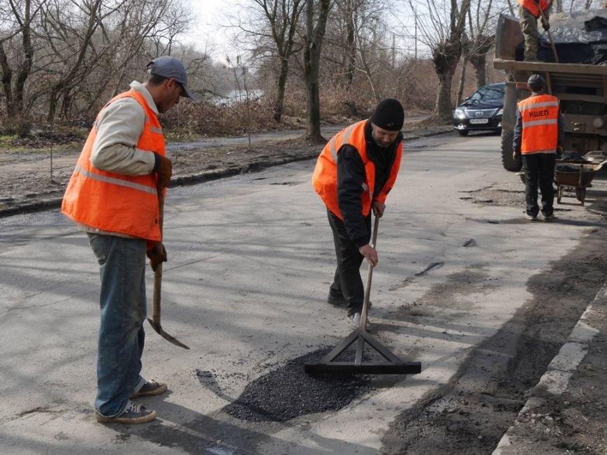 Ужгородські комунальники проводять ямковий ремонт не під час дощу: фото, фото-6