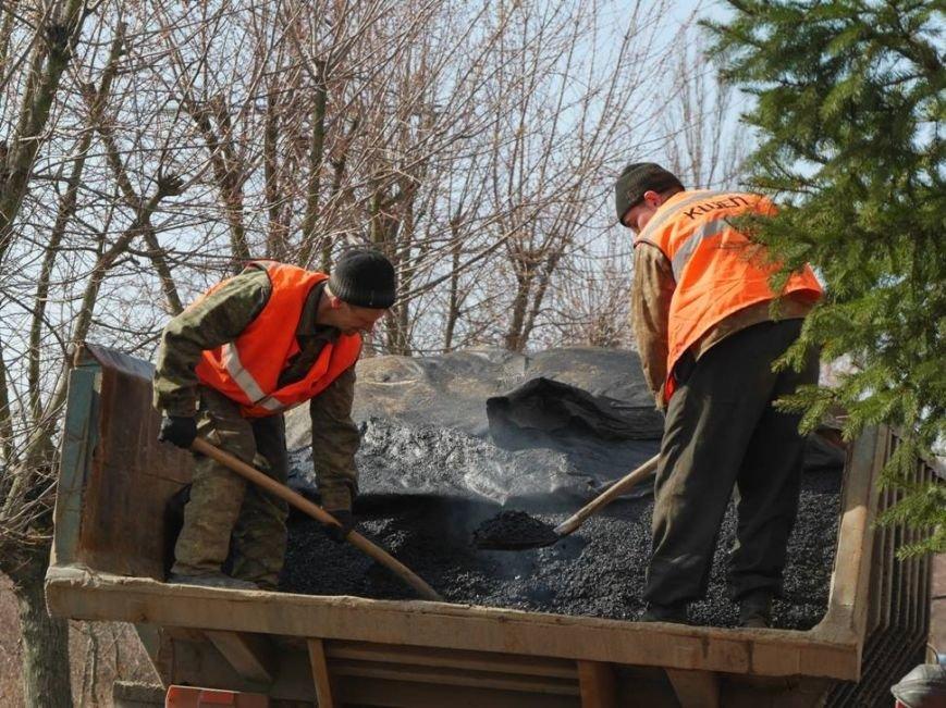 Ужгородські комунальники проводять ямковий ремонт не під час дощу: фото, фото-5