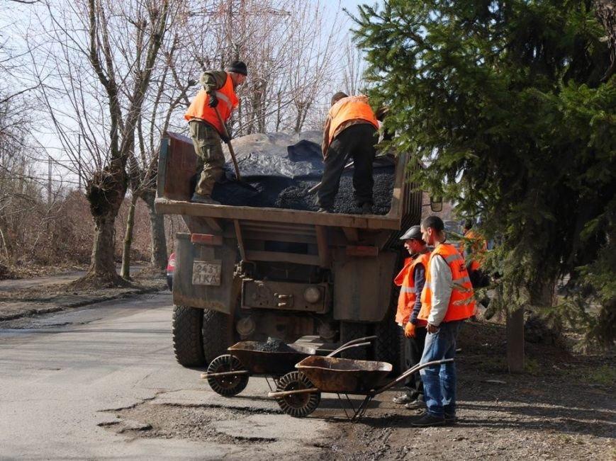 Ужгородські комунальники проводять ямковий ремонт не під час дощу: фото, фото-3