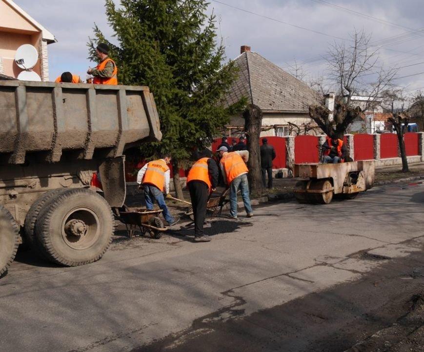 Ужгородські комунальники проводять ямковий ремонт не під час дощу: фото, фото-4