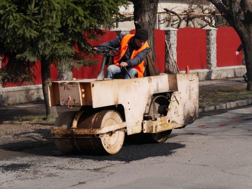 Ужгородські комунальники проводять ямковий ремонт не під час дощу: фото, фото-2