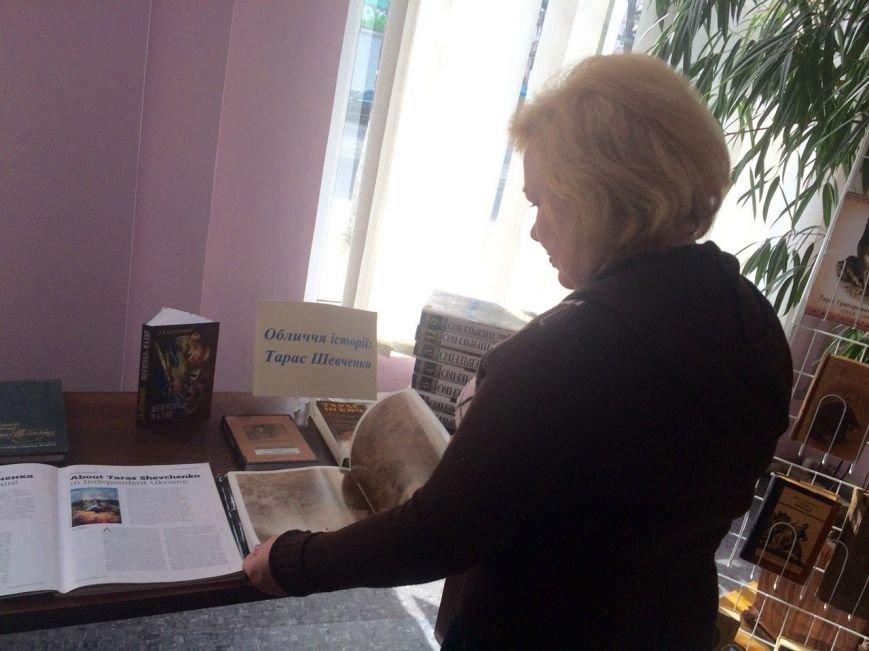 В библиотеке Каменского открылась выставка, посвященная творчеству Тараса Шевченко, фото-1
