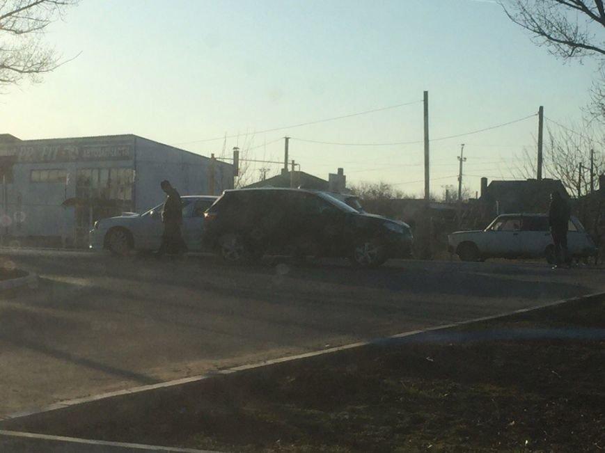В Ростовской области священник на иномарке попал в ДТП, фото-1