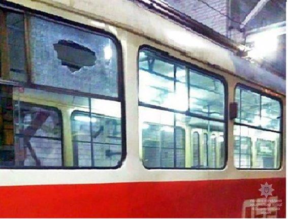 Любопытной Варваре: в Кривом Роге парень обстрелял трамвай (ФОТО), фото-1
