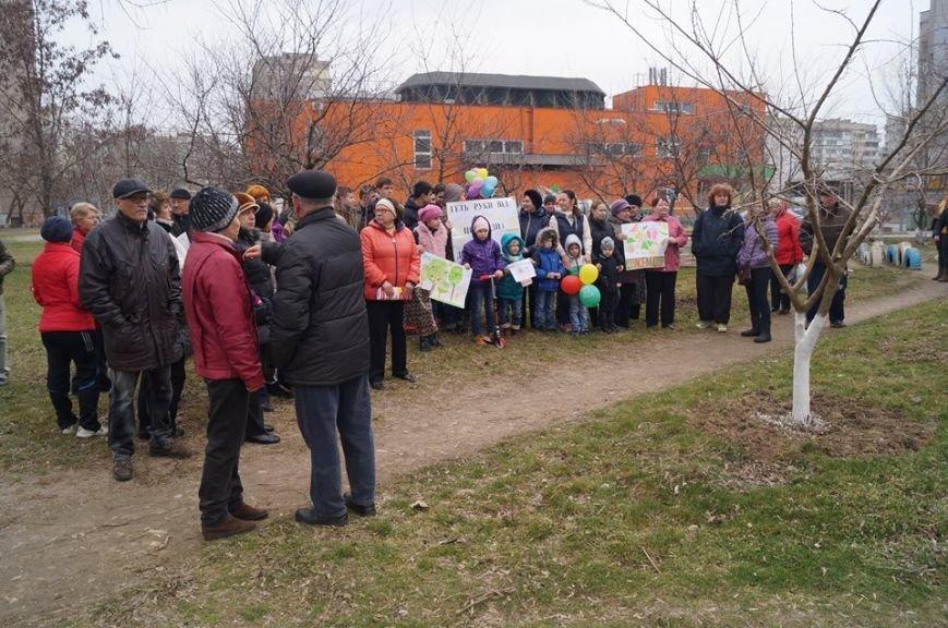 Херсонцы протестуют против строительства многоэтажного здания в сквере (фото), фото-1
