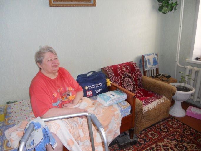 В Краматорске благотворительный фонд совместно с военными помогает пенсионерам, фото-1
