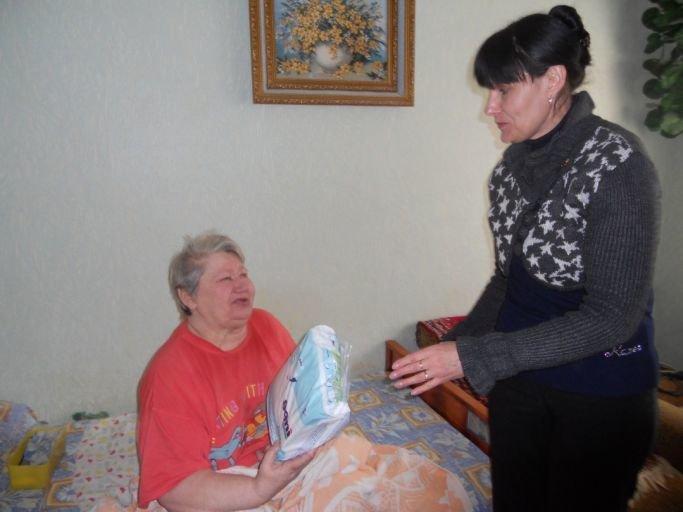 В Краматорске благотворительный фонд совместно с военными помогает пенсионерам, фото-2