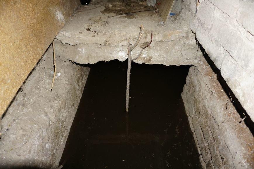 Губительная сила воды разрушает дом в Каменском, фото-4