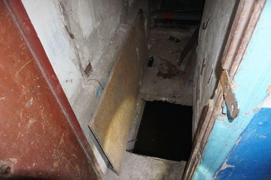 Губительная сила воды разрушает дом в Каменском, фото-1