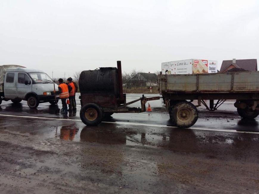 Ремонт доріг під час дощу на Ужгородщині: керівник Закарпатського облавтодору отримав догану: фото, відео, фото-1