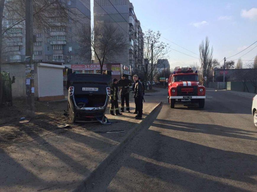 Избегая столкновения: на Янтарной перевернулся Smart (ФОТО), фото-2