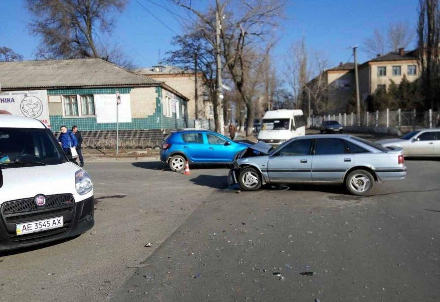 В Днепре из-за ДТП автомобиль вылетел на пешеходную зону (ФОТО), фото-2