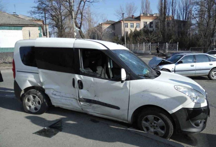 В Днепре из-за ДТП автомобиль вылетел на пешеходную зону (ФОТО), фото-3