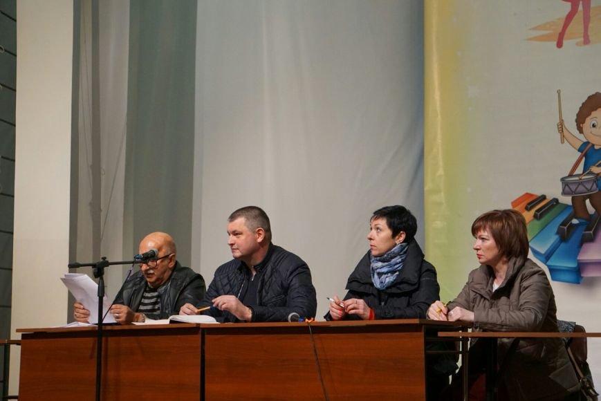 В Каменском на собрании по отзыву депутата участников регистрируют из-под полы (Добавлено), фото-1