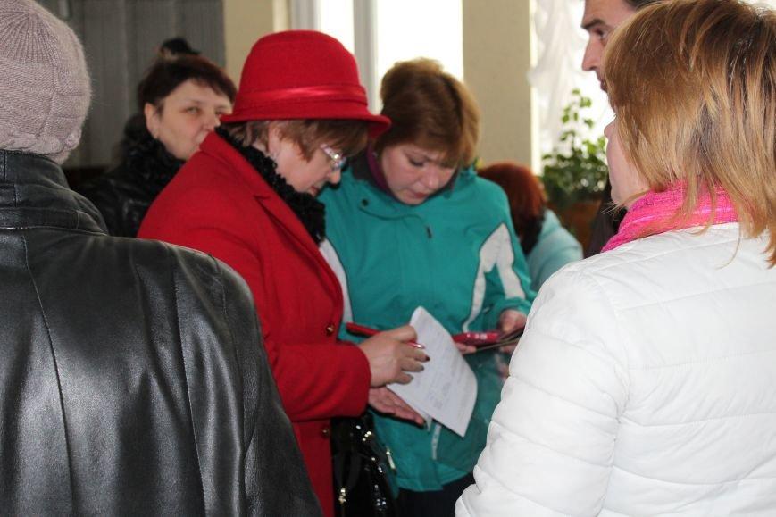 В Каменском на собрании по отзыву депутата участников регистрируют из-под полы (Добавлено), фото-5