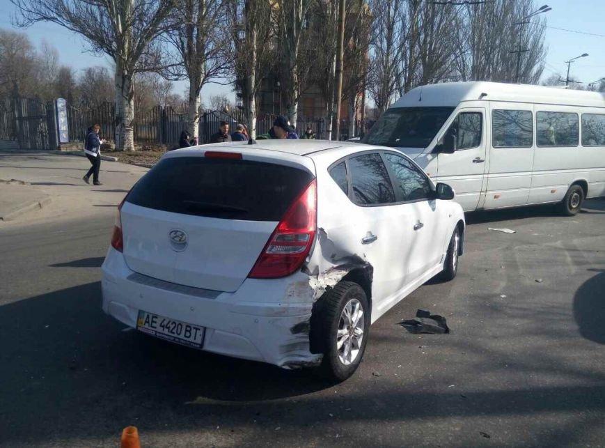 Массовое ДТП: в Днепре ВАЗ снес на своем пути два автомобиля, фото-1