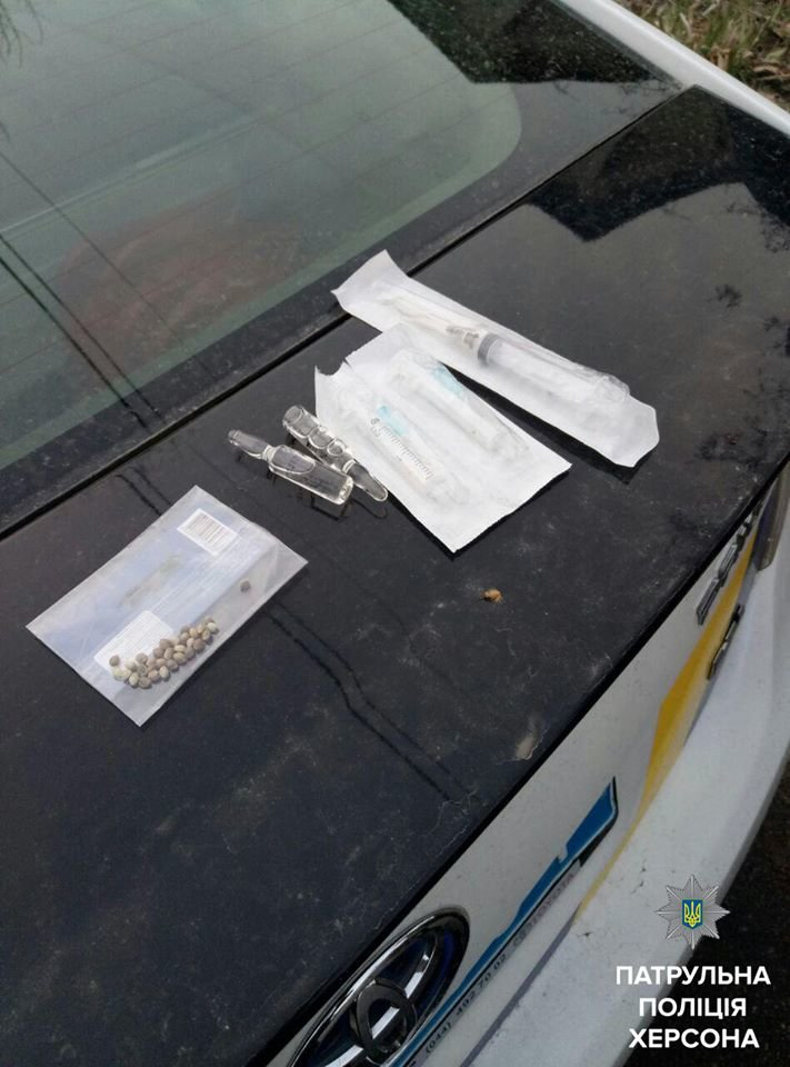 В Херсоні у хлопця вилучили шприц, ампули та наркотики (фото), фото-2