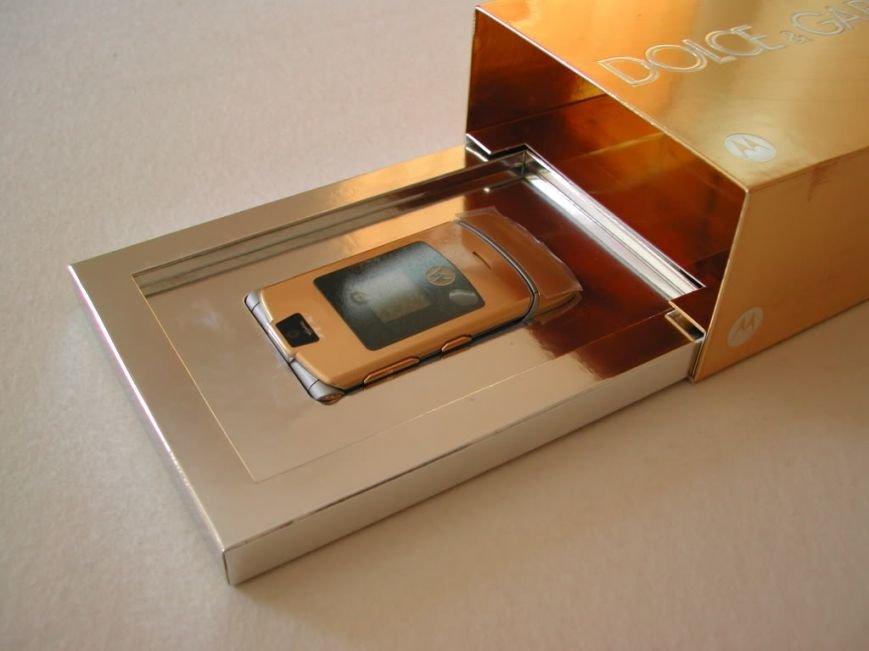 Возрождение легенды Motorola RAZR V3, фото-1