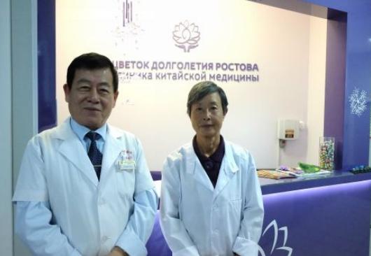 Профессора Си Чжаньвэнь (слева) и Чу Хуа (справа)