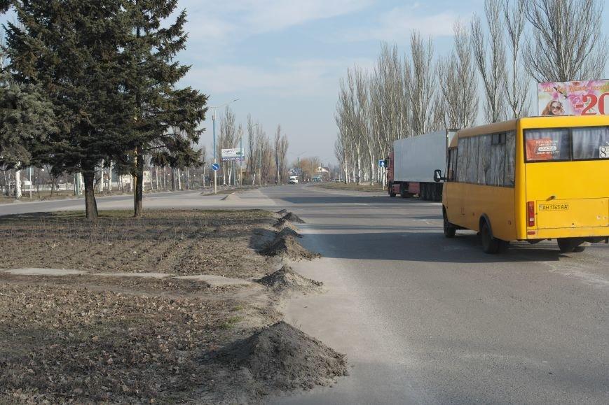 Сначала посыпали, а теперь убирают: коммунальщики Покровска борются с пылью и грязью на дорогах, фото-4