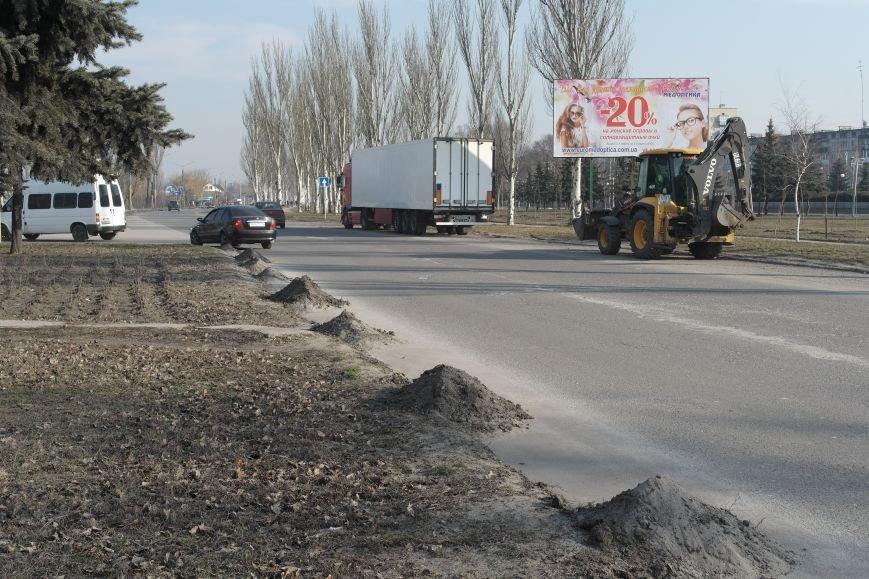 Сначала посыпали, а теперь убирают: коммунальщики Покровска борются с пылью и грязью на дорогах, фото-3