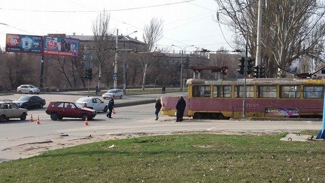 "В Запорожье ""Таврия"" врезалась в трамвай, - ФОТО, фото-2"