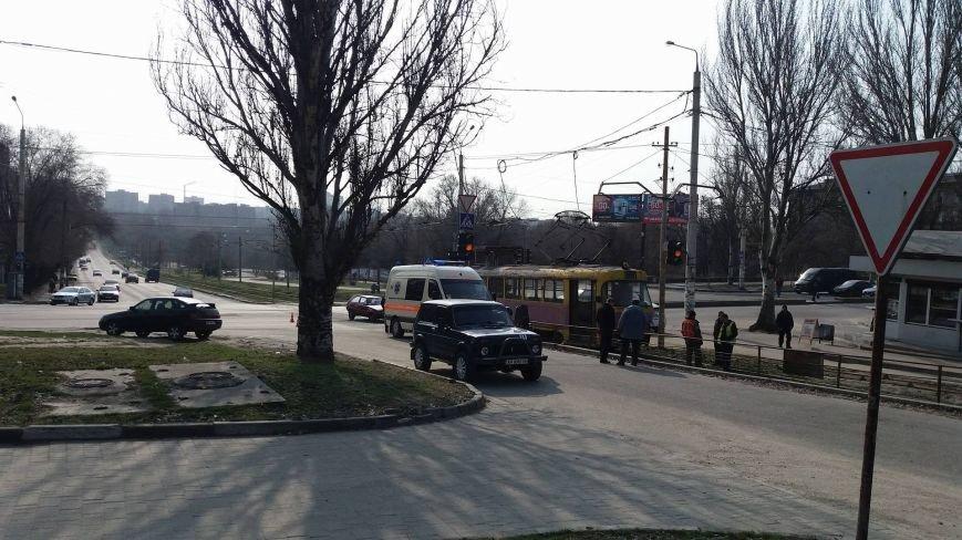 "В Запорожье ""Таврия"" врезалась в трамвай, - ФОТО, фото-3"