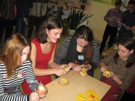 У Новоград-Волинському медичному коледжі відбулася конкурсно-розважальна програма «Турнір юних Василіс», фото-4