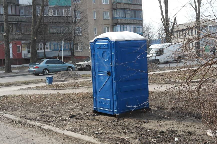 Если «припекло»: на биотуалетах в Покровске укажут телефон, по которому можно будет сообщить о ненадлежащем санитарном состоянии, фото-1