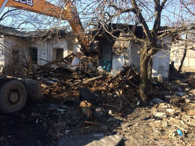 В Мирнограде приступили к сносу ветхих бараков, фото-4