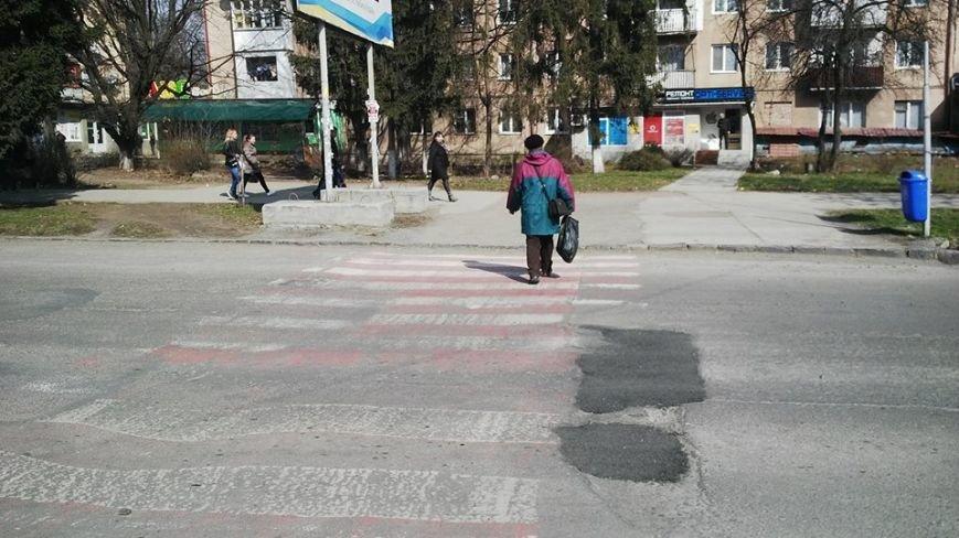 """""""Кидай тото гуно!"""" - в Ужгороді """"відремонтували"""" пішохідний перехід на проспекті Свободи, фото-3"""