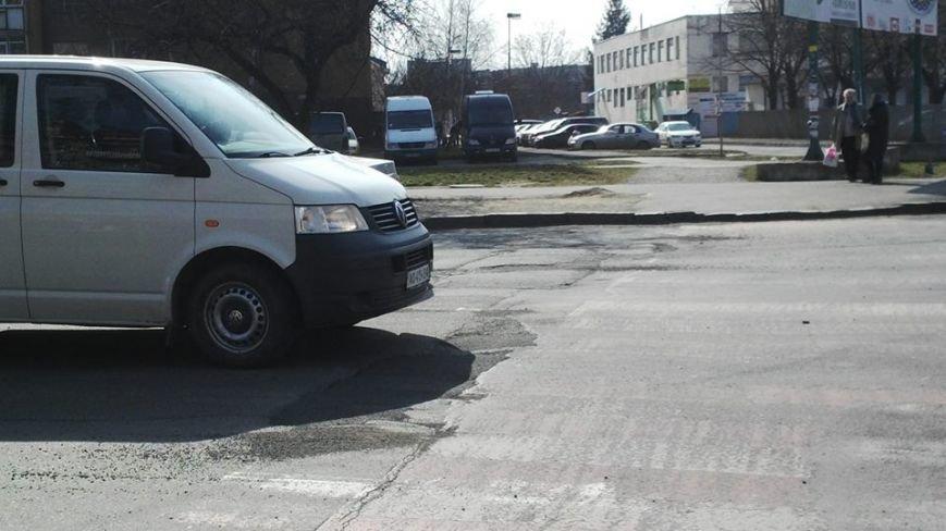"""""""Кидай тото гуно!"""" - в Ужгороді """"відремонтували"""" пішохідний перехід на проспекті Свободи, фото-2"""