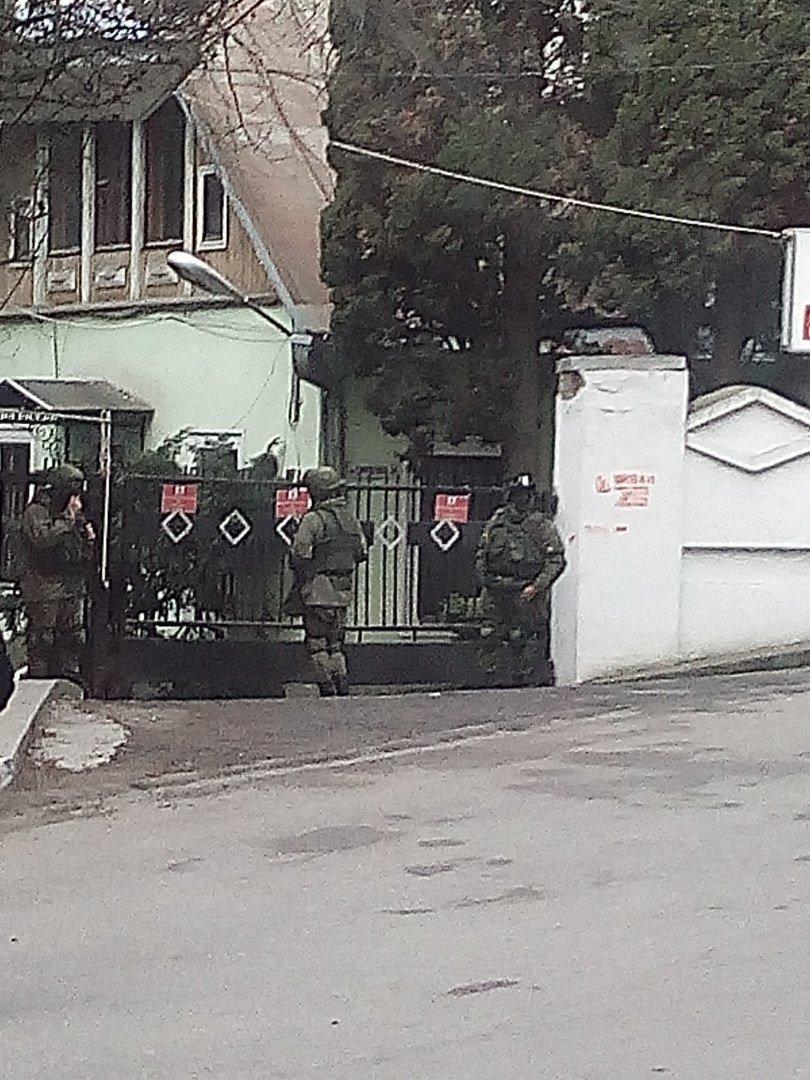 Годовщина Крымской весны: в Ялте вновь появились Вежливые люди, фото-1
