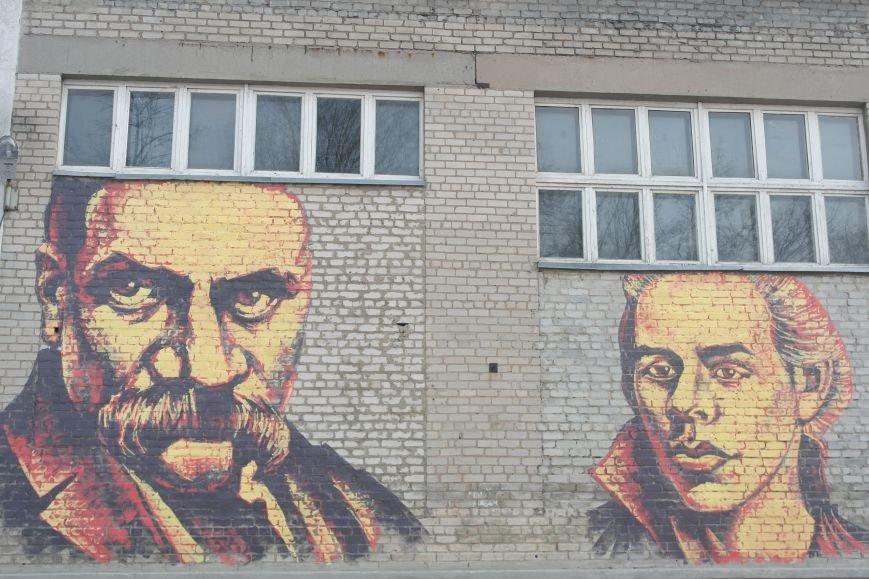 В Покровске появились муралы портретов Тараса Шевченко и Леси Украинки  (ФОТО), фото-1