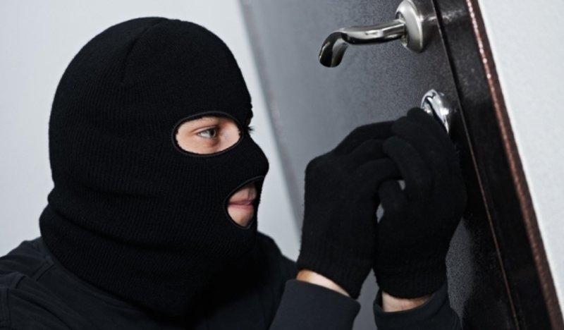 В Ужгороді з аптеки викрали сейф зі службовою документацією та медикаментами, фото-1