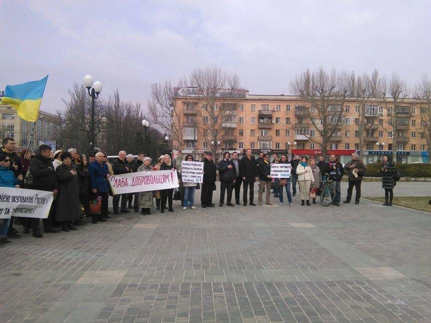 Херсонцы собрались в центре города поддержать активистов торговой блокады (фото), фото-1