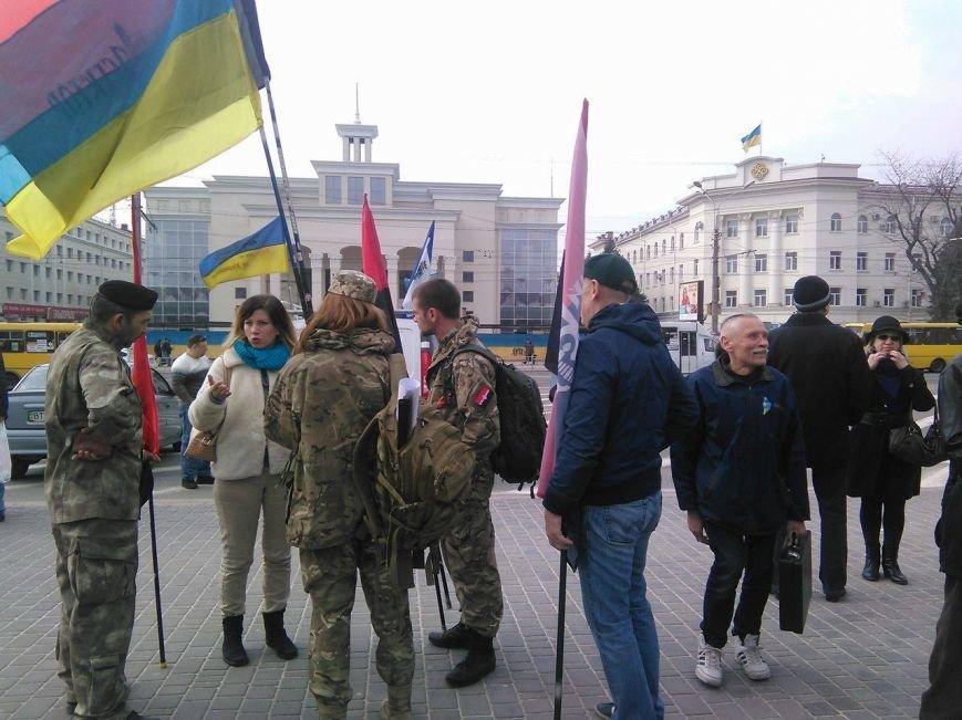 Херсонцы собрались в центре города поддержать активистов торговой блокады (фото), фото-3