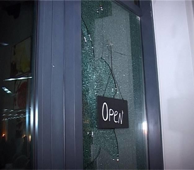 В Киеве неизвестные обстреляли кафе, есть раненые, фото-1