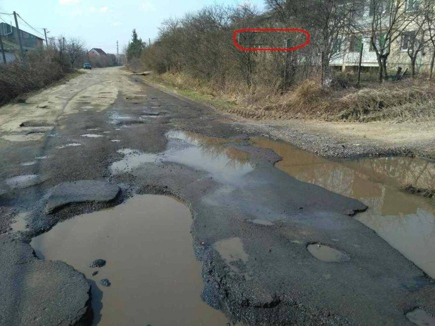 """В'їзд в Ужгород - розбиті дороги та знак, якому """"стало соромно"""": фото, фото-1"""