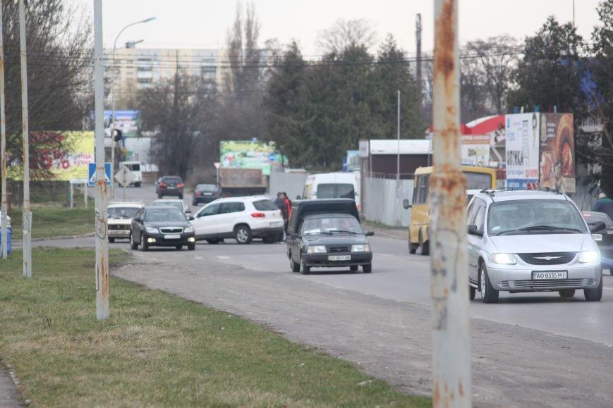"""З'явилися фотографії ДТП біля заводу """"Модуль"""" в Ужгороді, фото-3"""