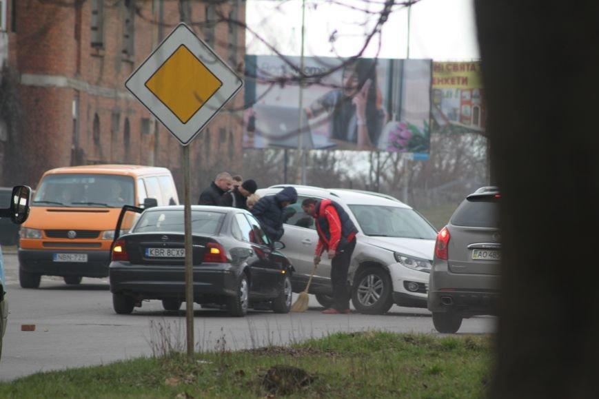 """З'явилися фотографії ДТП біля заводу """"Модуль"""" в Ужгороді, фото-2"""