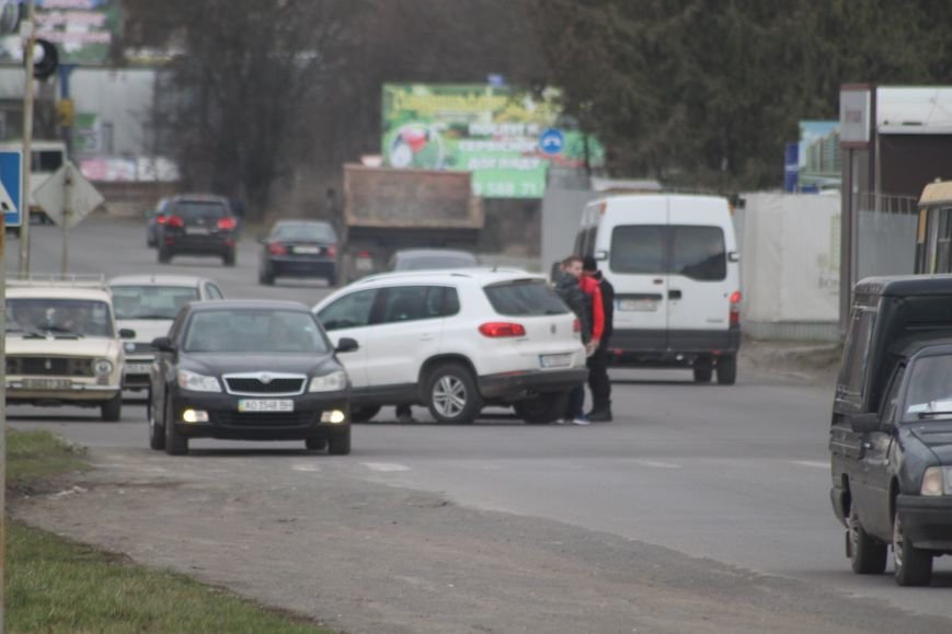 """З'явилися фотографії ДТП біля заводу """"Модуль"""" в Ужгороді, фото-4"""