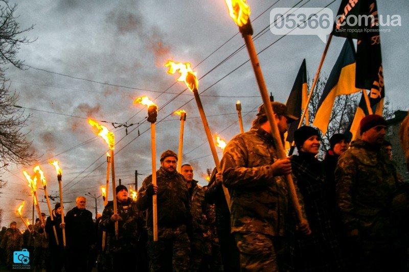 В честь украинских добровольцев кременчужане прошли по улицам города с факелами и флагами (фото и видео), фото-2