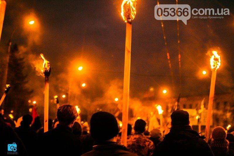 В честь украинских добровольцев кременчужане прошли по улицам города с факелами и флагами (фото и видео), фото-3