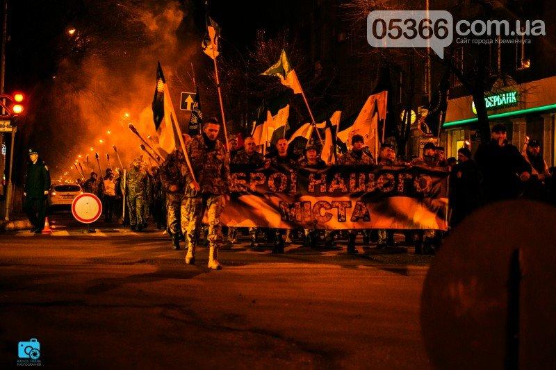 В честь украинских добровольцев кременчужане прошли по улицам города с факелами и флагами (фото и видео), фото-5