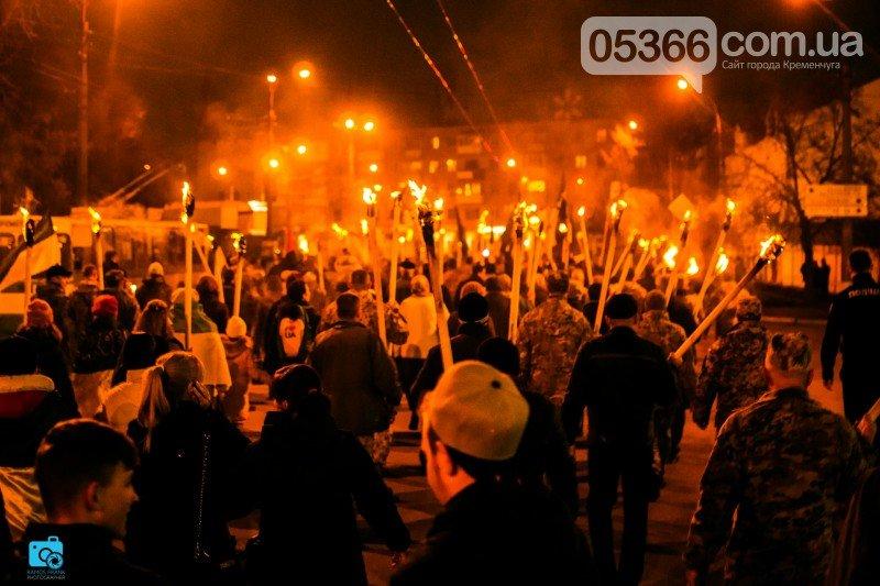 В честь украинских добровольцев кременчужане прошли по улицам города с факелами и флагами (фото и видео), фото-4