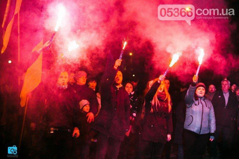 В честь украинских добровольцев кременчужане прошли по улицам города с факелами и флагами (фото и видео), фото-7